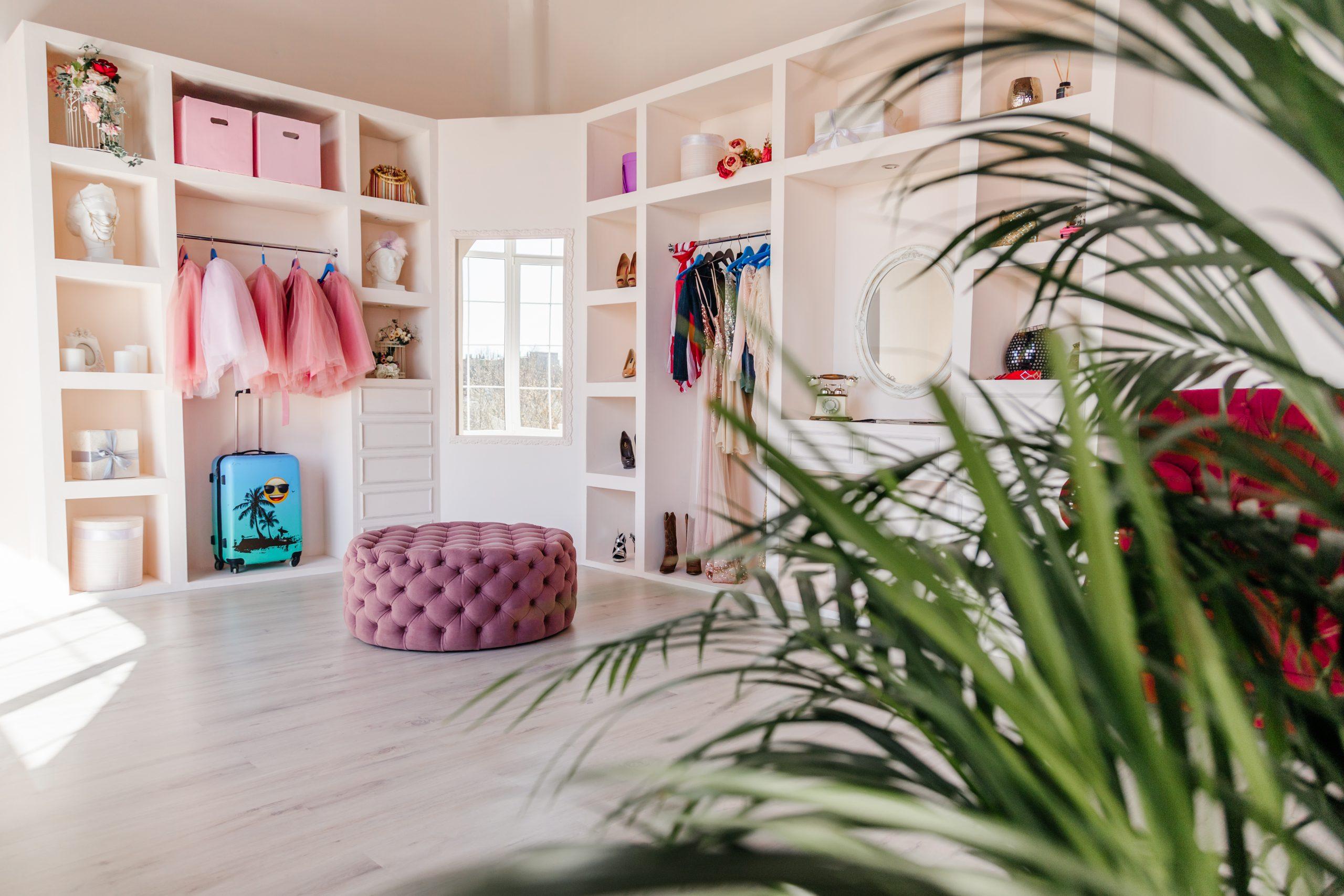 Зал Royal в фотостудии Дива Студио, фотозона в розовых тонах