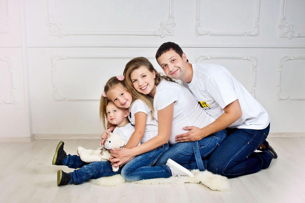 Студийная семейная фотосессия