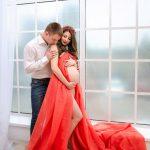 Фотосессия беременности в студии с мужем